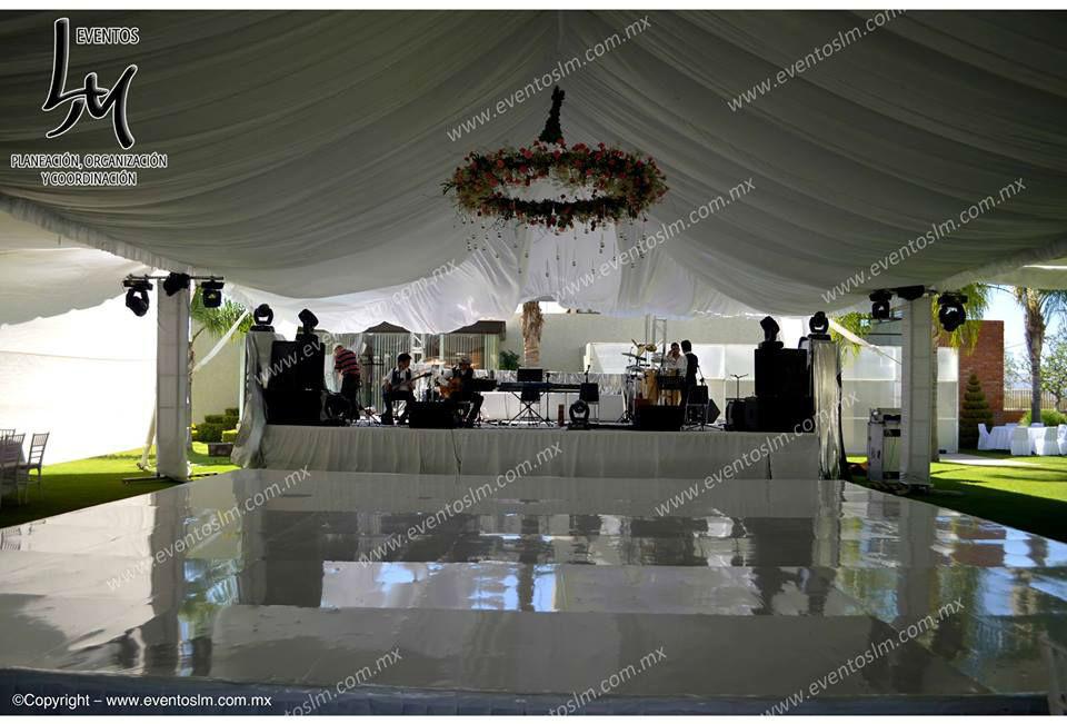 Mario Delgadillo, Professional Wedding Planner, Centro de pista con aro de flores