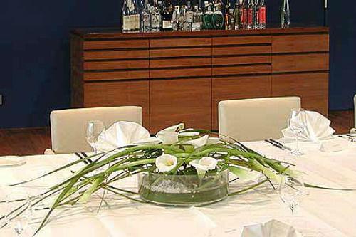 Beispiel: Festliche Tafel, Foto: Flowerevents.