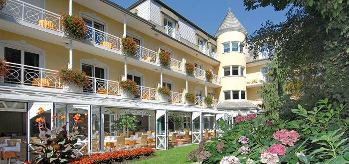 Beispiel: Fassade des Hotels, Foto: Parkvilla Wörth.
