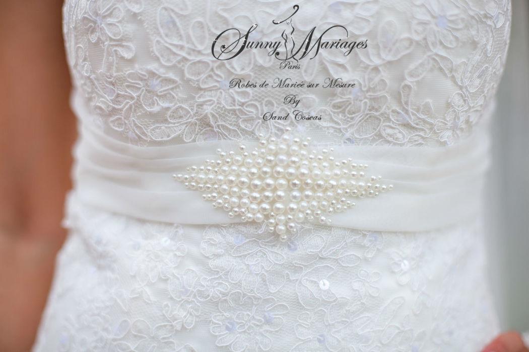 ceinture perlée sur robe de mariage en dentelle