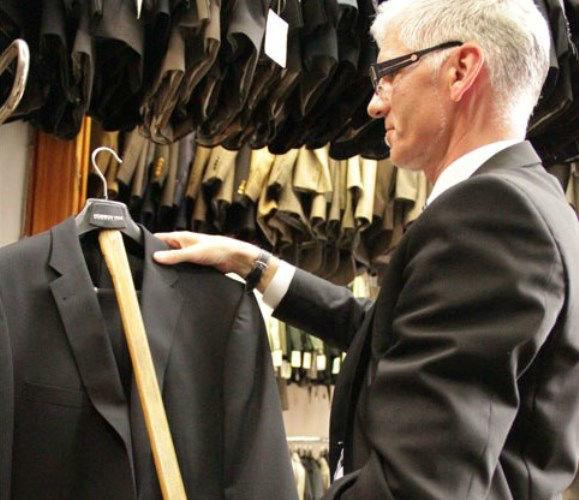 Beispiel: Kompetente Beratung, Foto: Policke Herrenkleidung.