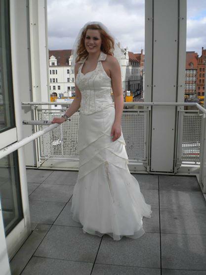 Beispiel: Brautmode, Foto: Braut- und Abendmoden BeaZ.