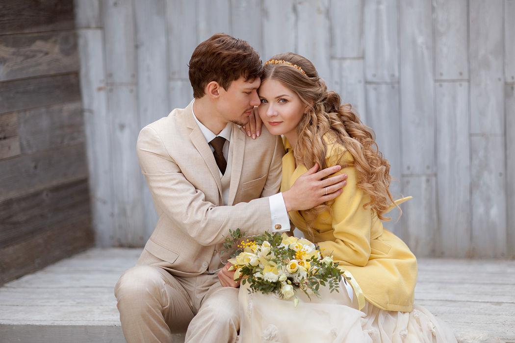 Лиза и Станистав - весенняя свадьба в желтых оттенках мимозы.