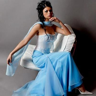Beispiel: Festliche Damenmode, Foto: Design by Veronica Ostrovskaya & Alyona Subbotina.