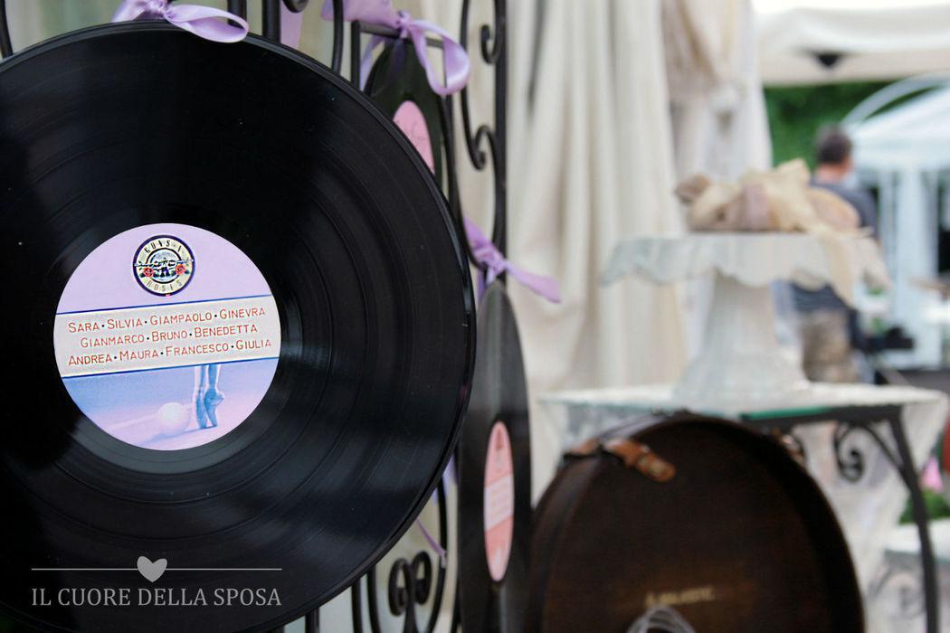 Dettagli di un tableau mariage a tempo di musica
