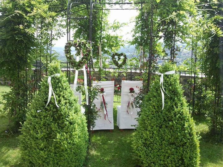 Beispiel: Blumenschmuck für die Trauung, Foto: Event-Floristik Isabella Neumeister.