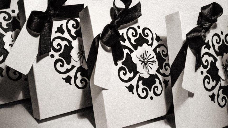 Partecipazione in box stile gotico black and white
