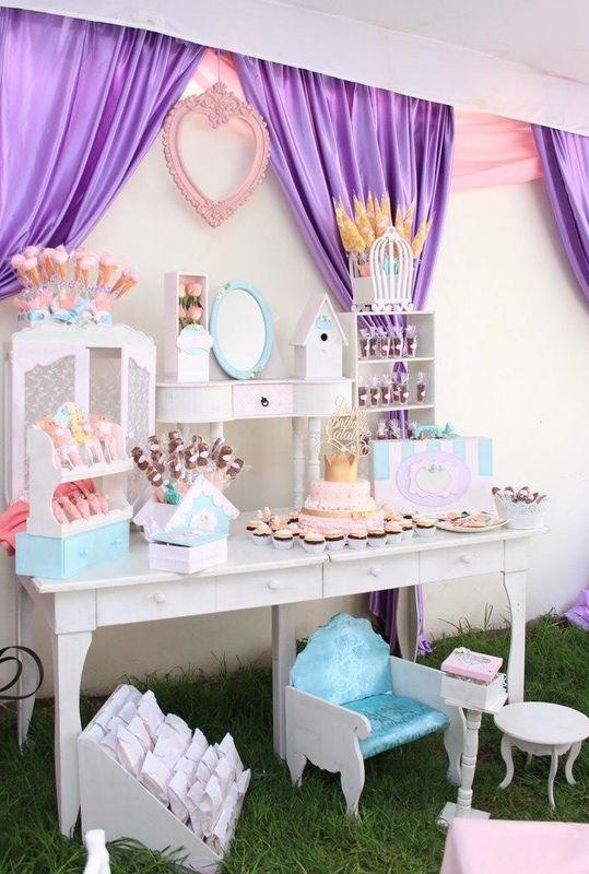 Detalles con Ángel Eventos   (Mesas de confitería con dulce y salado, mobiliario especial)