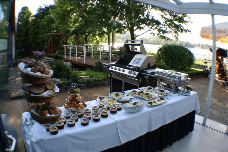 Beispiel: Buffet auf der Terrasse, Foto: Seeblick Magdeburg.