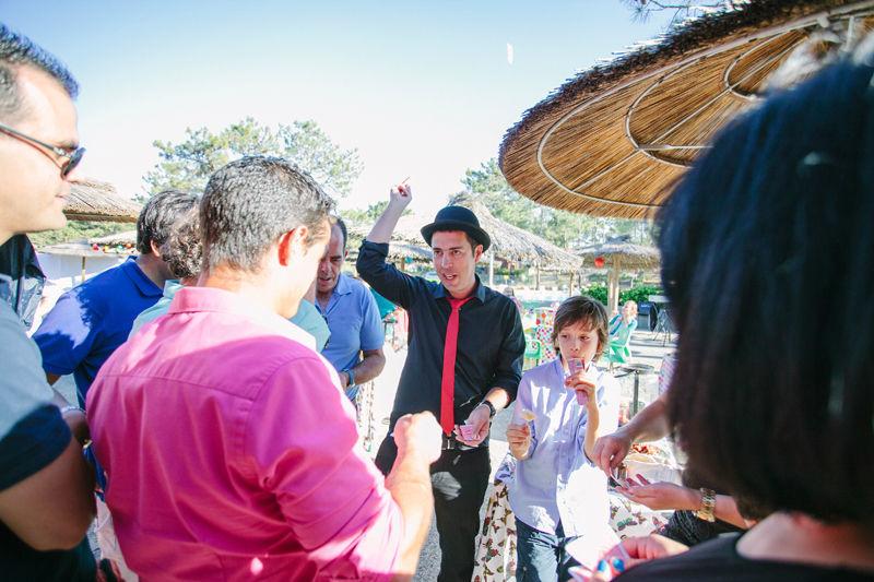 Animação durante o welcome drink em casamento, por Magic Days