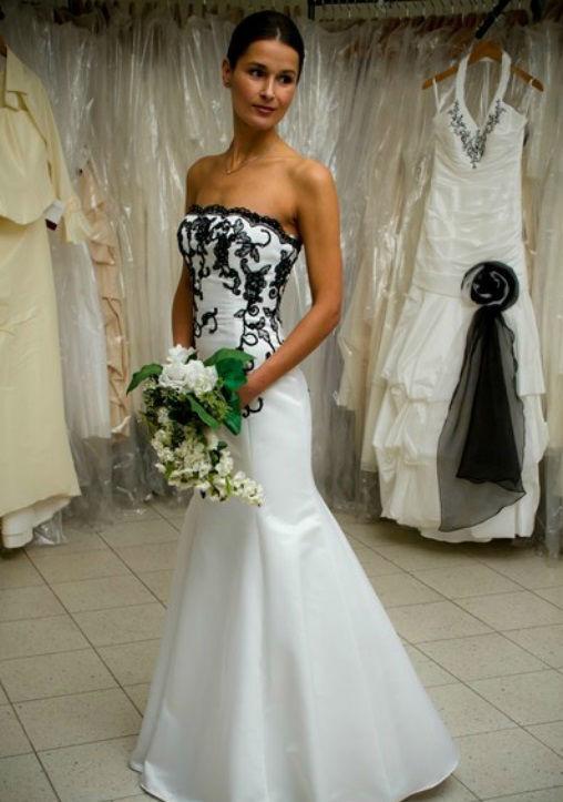 Beispiel: Brautmoden, Foto: Hochzeitsmoden Diener.