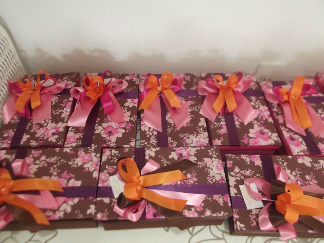 caixas revestidas em tecido.