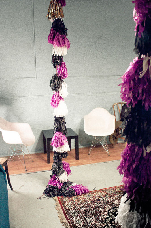 Giant Fringe Garland by shöckinwindöws.com #HappyBirthday #happy40 #cumple #feliz40 #cumpleañosfeliz #deco #evento #party #handmade