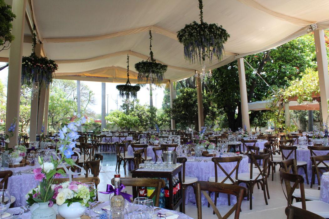 Evento::Boda Tania & Agustín:: Lugar: Casa Chata. Carpa beige con cortinas de tela.