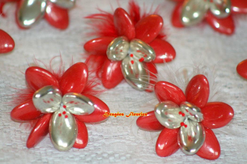 Dragées Fleuries Cadeau invités, fleurs en dragées décorées avec des plumes