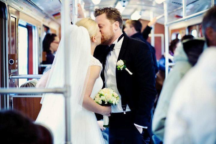 Beispiel: Brautpaar im Zug, Foto: Blumentruhe.