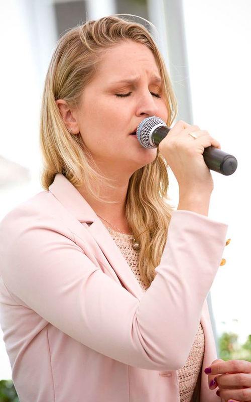 Beispiel: Sängerin Lila, Foto: Sängerin Lila.