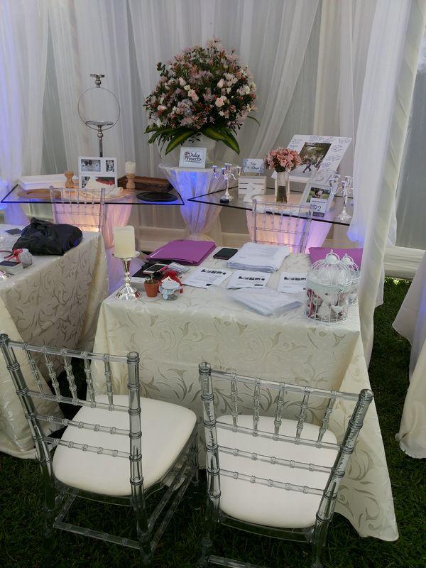 sillas acrílicas  únicas en lima para eventos