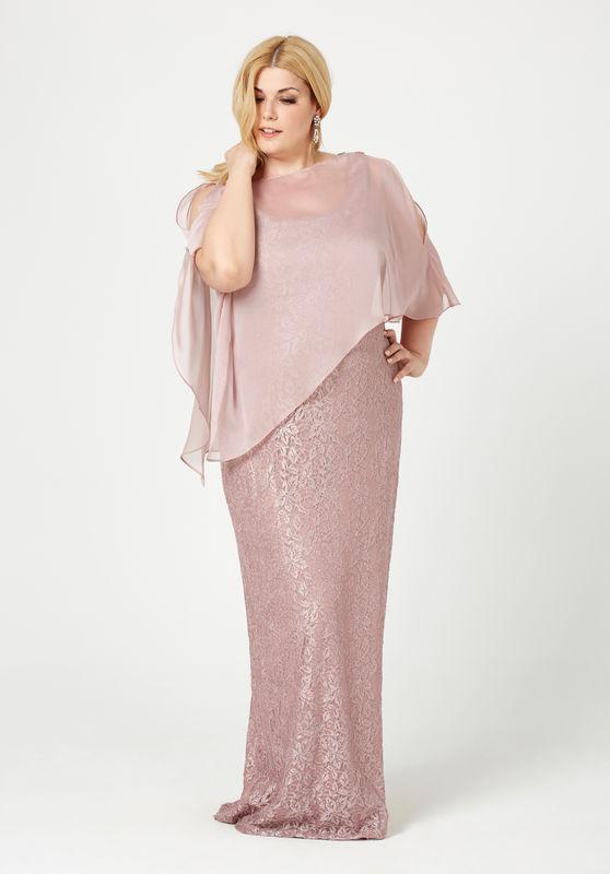 Vestido con capa en Rosa  290,00 Euros.