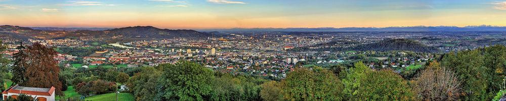 Beispiel: Panoramablick auf Linz, Foto: Pöstlingberg Schlössl.