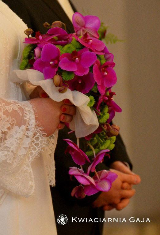 Bukiet weselny w odcieniach mocnego różu
