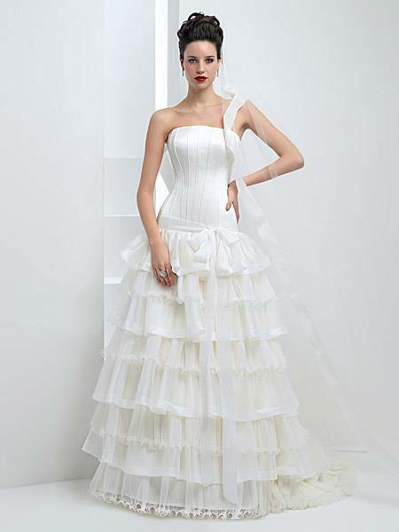 Beispiel: Wunderschöne Brautmode, Foto: Liluca.