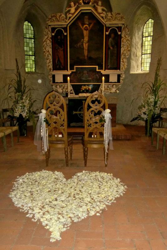 Beispiel: Kirchendekoration, Foto: Blumen Loos.