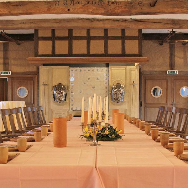 Beispiel: Festtagstafel, Foto: AKZENT Hotel Saller See.