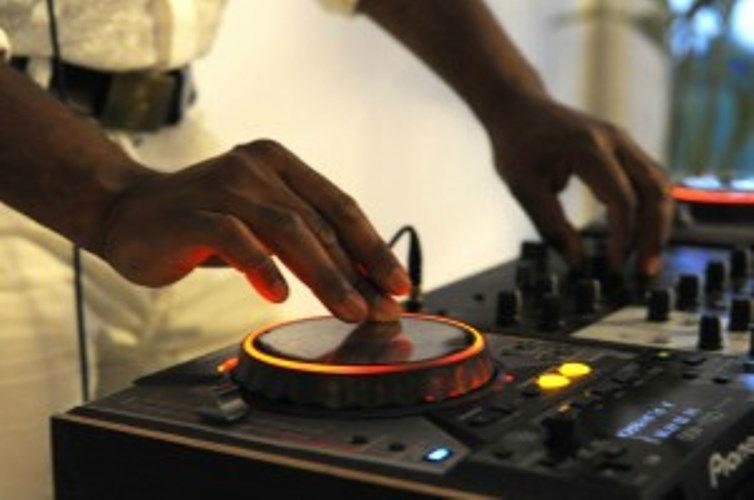 Beispiel: Bei der Arbeit,Video: DJ Wilson.