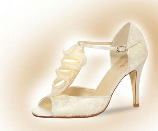 Beispiel: Wunderschöne Schuhe, Foto: feminin Braut- und Abendmode Accessoires.