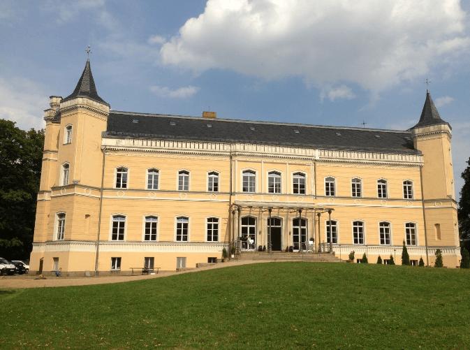 Beispiel: Außenansicht, Foto: Eventkirche Schloss Kröchlendorff.