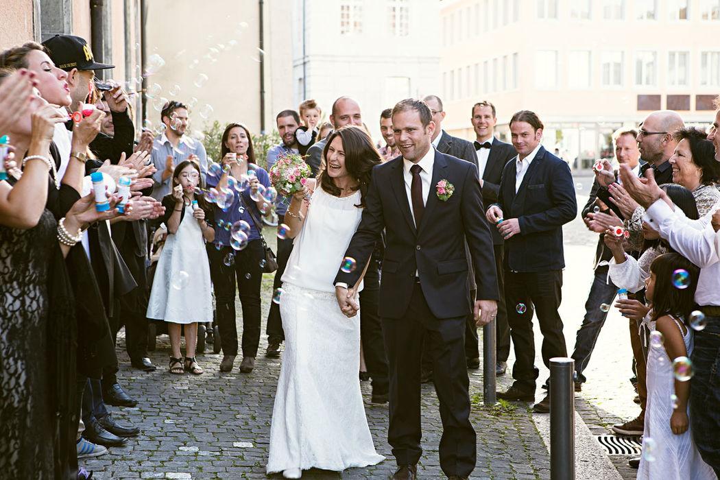 Ein glückliches Traumich-Paar unmittelbar nach der Trauung (Bild: Roger Baumer)