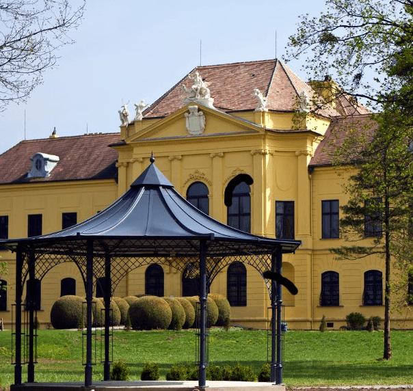 Beispiel: Schloss, Foto: Jagdschloss Eckartsau.