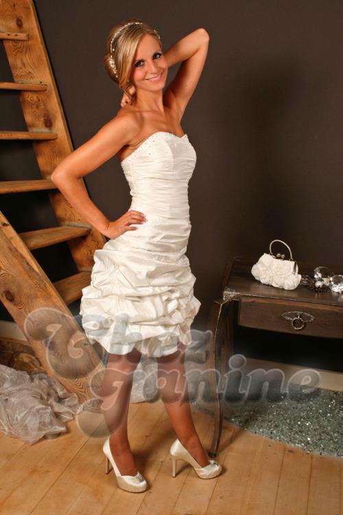 Beispiel: Einzigartige Brautmode, Foto: Chez Janine.