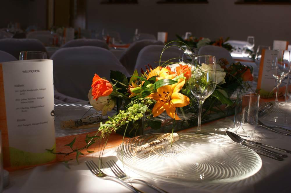 Beispiel: Florale Tischdekoration, Foto: Floraswelten.