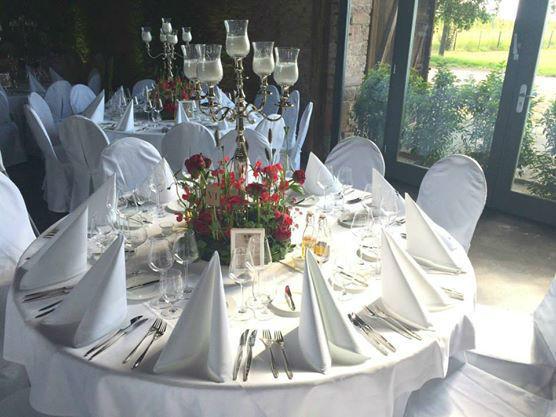 Beispiel: Hochzeitsdekoration im puren weiß, Foto: Gutshof Ladenburg.