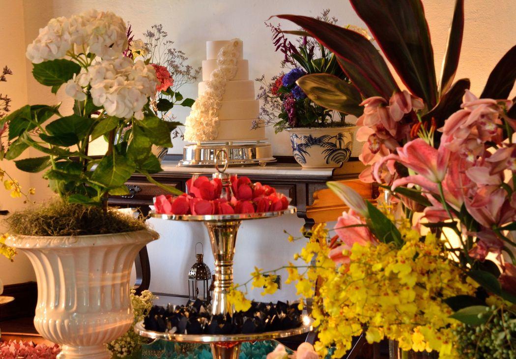 Mesa de Doces - Casamento Ana Beatriz & John - Decoração, Bouquet de Noiva e Acessórios - Vanessa Oz Flores  -  Fazenda São Mathias - Ilhabela - Foto Fernando Tomanik