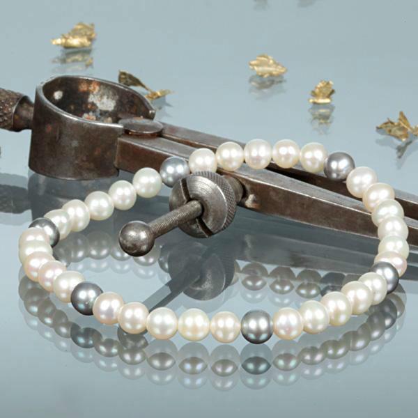 Beispiel: Perlenarmband, Foto: Shogold.