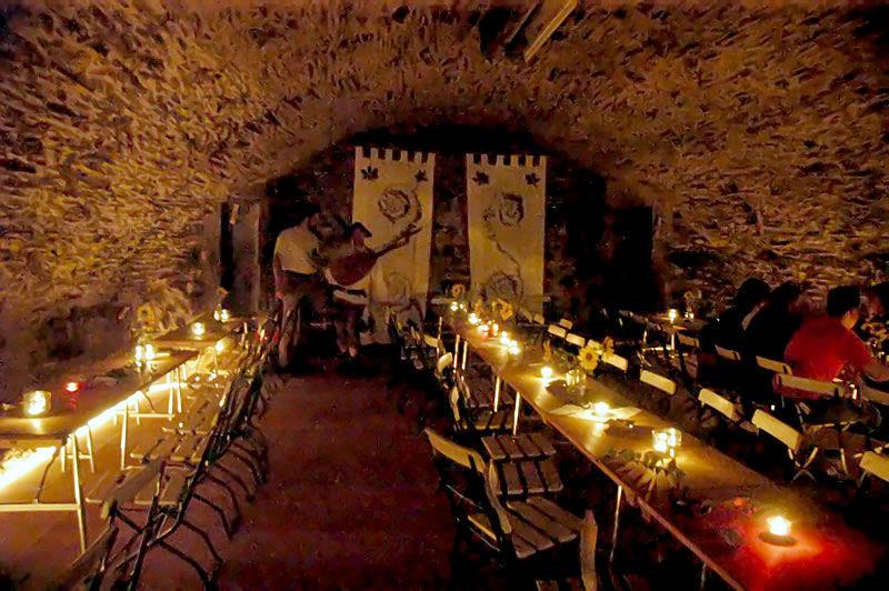 Beispiel: Festtafel Gewölbekeller, Foto: Schloss Gemünden.