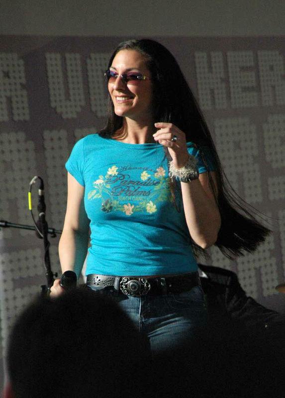 Beispiel: Heida Lehndorfer, Foto: Sängerin Heida Lehndorfer.