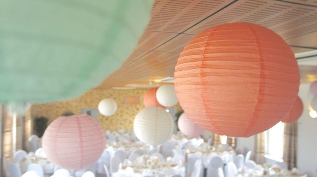 Location de suspensions Lanternes Papiers tout coloris par Swingchaises
