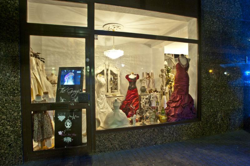 Beispiel: Schaufenster, Foto: Brautmoden mit Herz - Elke Derks.