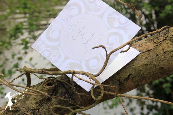 Collection Rêverie : La collection bucolique et fleurie. Rêverie mets en avant des faire-part plein de douceur et de volupté pour des mariés à la recherche de la beauté dans la simplicité.