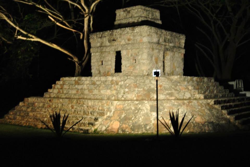 Réplica del castillo de las siete muñecas como marco perfecto para sesión fotográfica.
