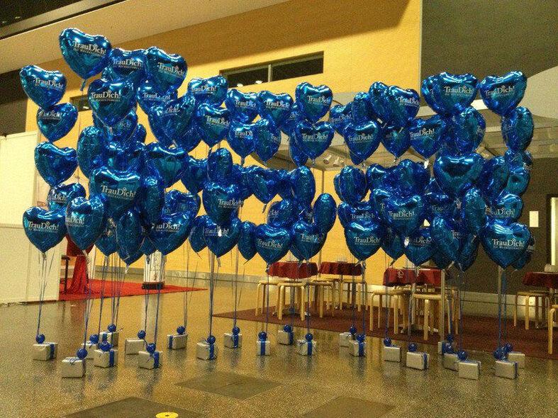 Beispiel: Dekoration mit Herzluftballons, Foto: Airmotion - Ihr Ballonshop.