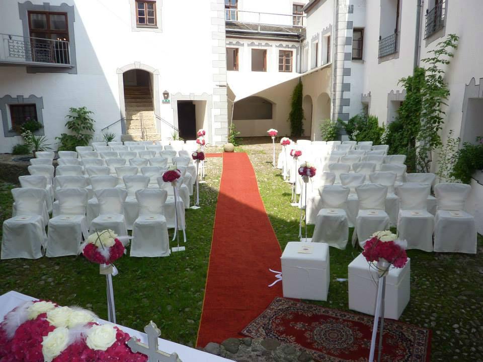 Beispiel: Mobiliar und Dekoration, Foto: Die Hochzeitsgestalter.