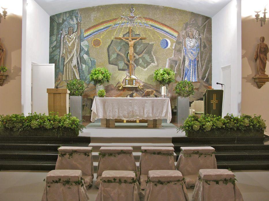 iglesia en tonos verdes