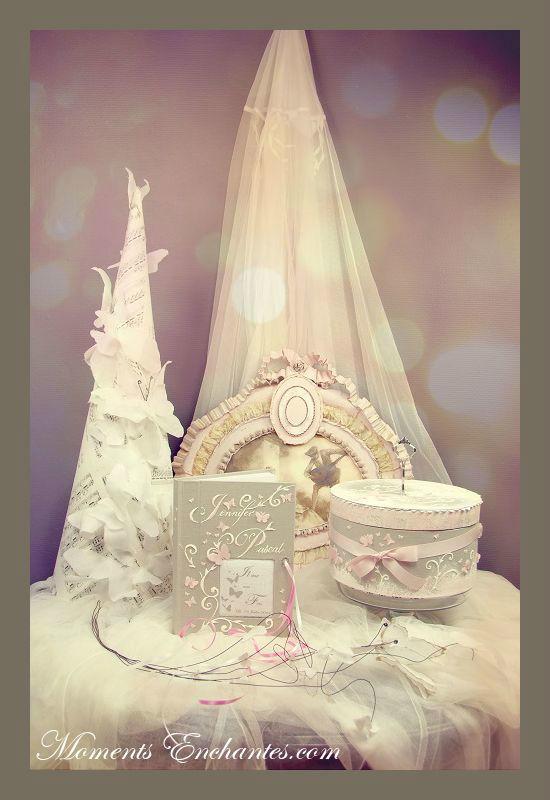 L'ensemble mariage l'urne, le livre d'or, le coussin pour alliances,...  Création Moments Enchantés