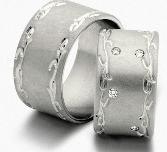 Beispiel: Breiter Silberring mit Diamantbesatz, Foto: Seilnacht.