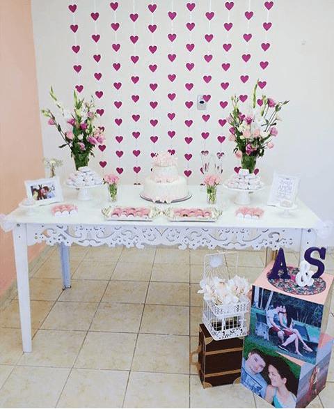 Colgantes de corazones para decorar mesón de candy bar